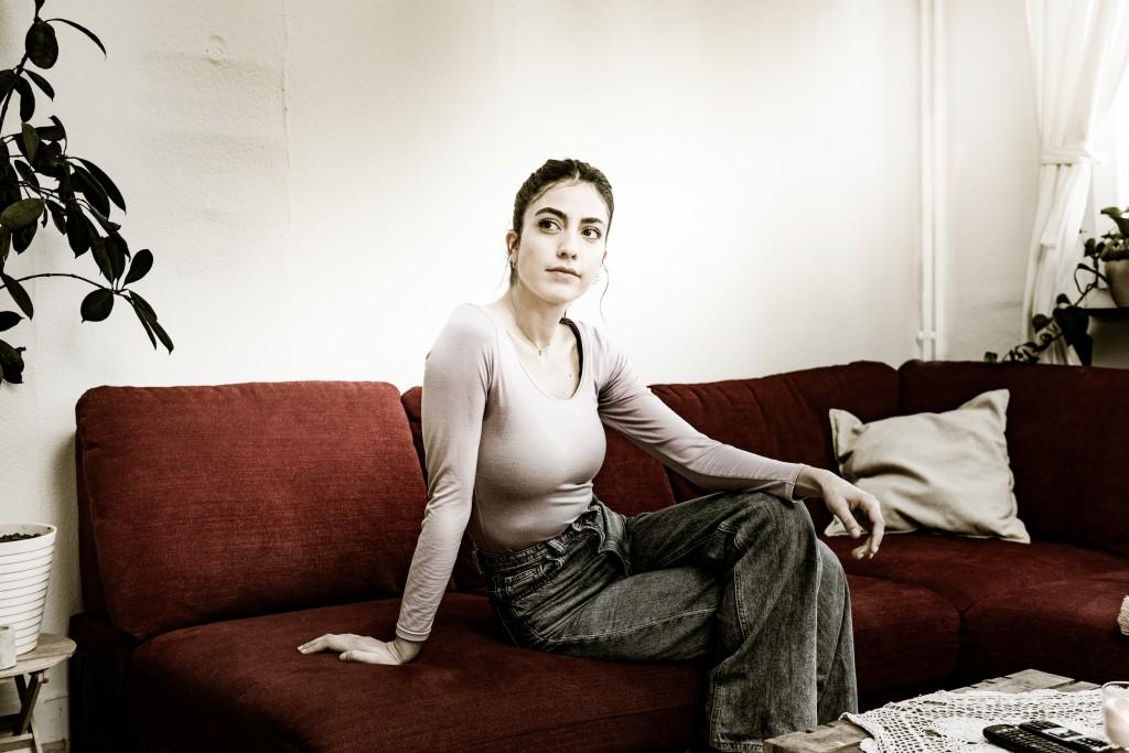 Tara Engels im Wohnzimmer (Foto: Süleyman Kayaalp)